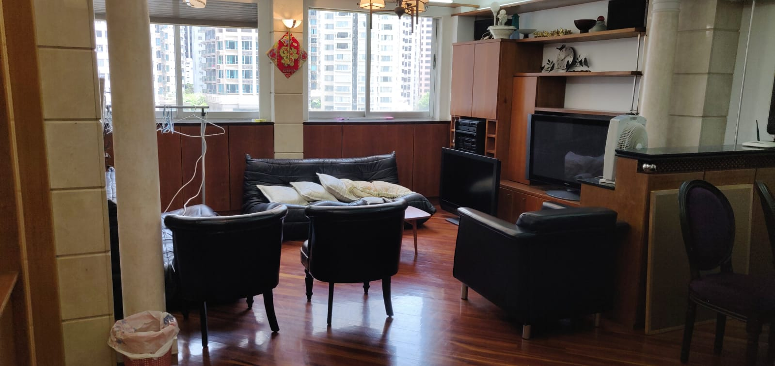 [Wan Chai]  Hennessy Building, Middle Floor Flat, 3 rooms 2 toilet