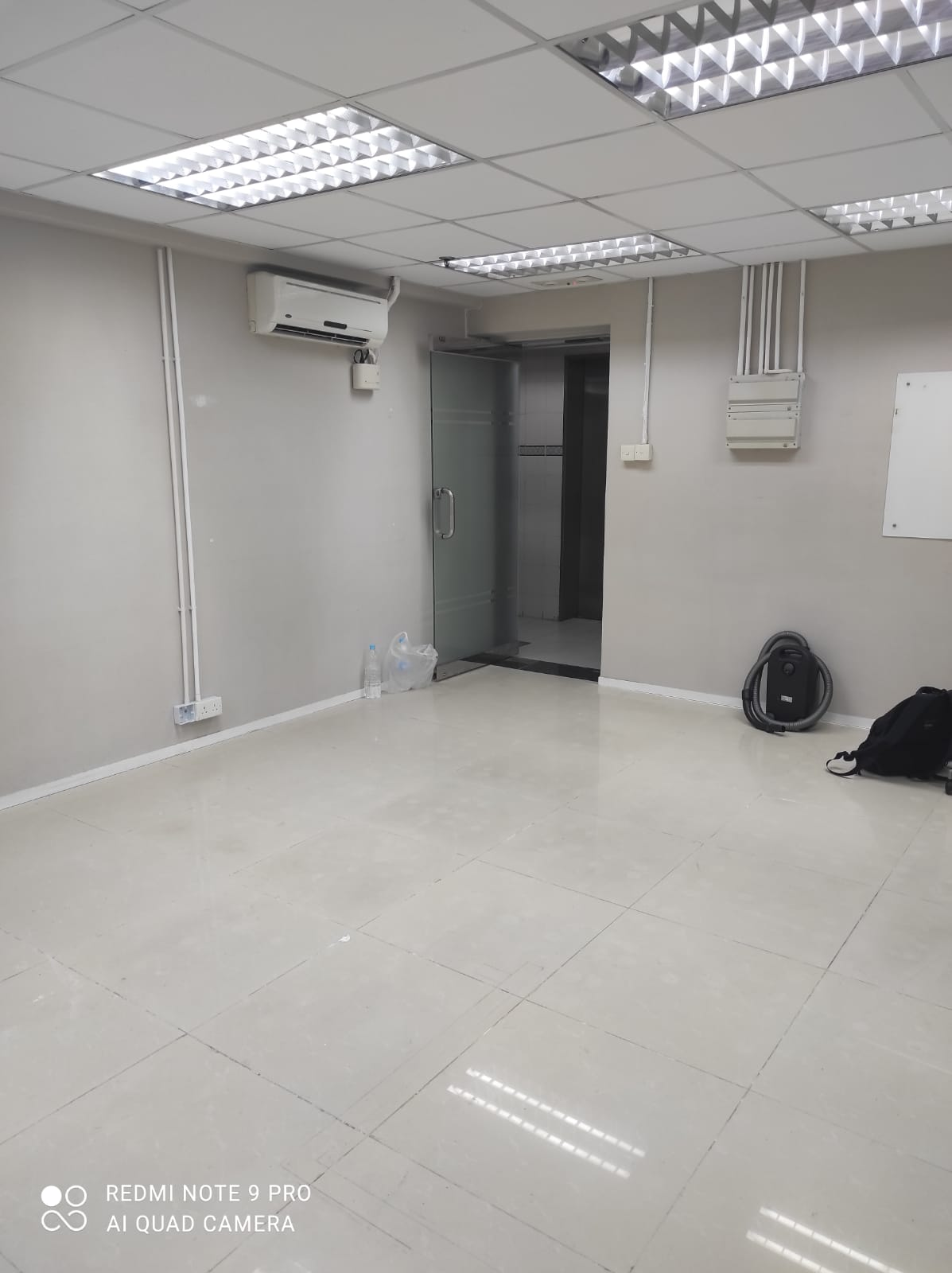 [Wanchai] [Shinyam Commercial Building] Mid Floor Office near MTR, newly renovated, rates & mang.fee included
