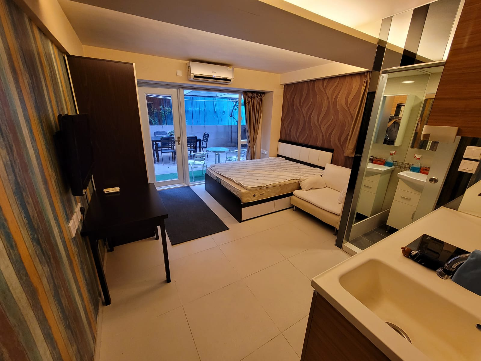 [Western] [Wing Lee Building] 1-Studio Unit /w big terrace garden, furnished & full furniture + appliances, close to MTR