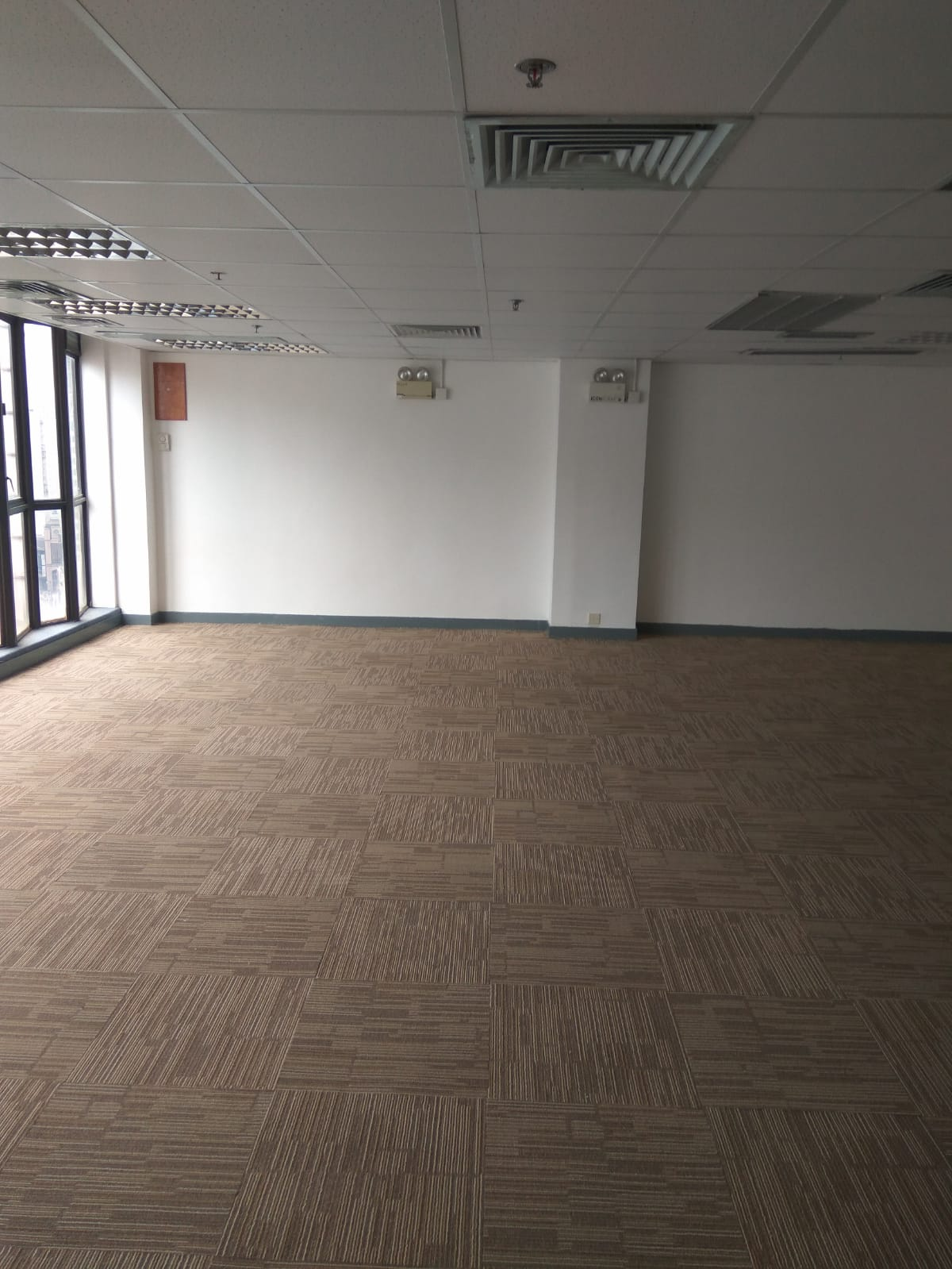 [Sheung Wan] [Wing Tuck Commercial Centre] Renovated office, ready to use, open views